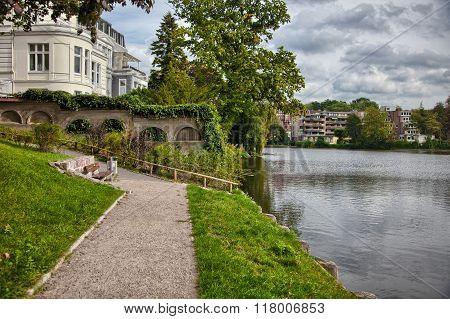Autumn foliage and vibrant colors in Hamburg