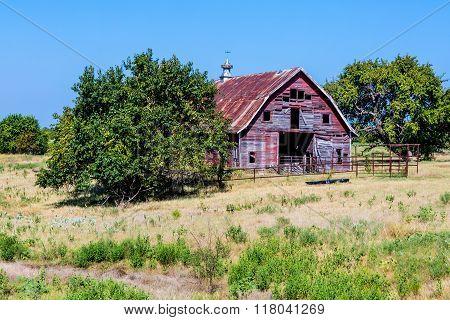 Old Abandonded  Barn In Oklahoma