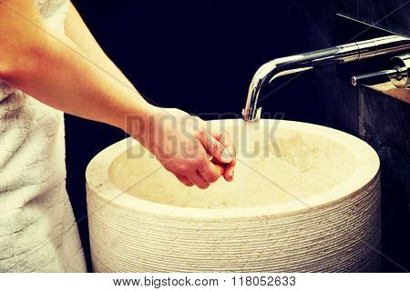 Woman cleaning her hands.