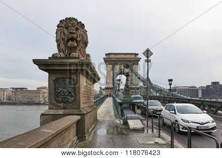 BUDAPEST, HUNGARY - FEBRUARY 02: Heavy traffic over Szechenyi Chain Bridge with Buda Castle in the background. February 02, 2016 in Budapest.