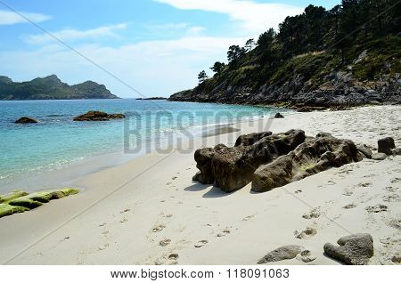 Natural beach on Faro Island (Islas Cies, Spain)
