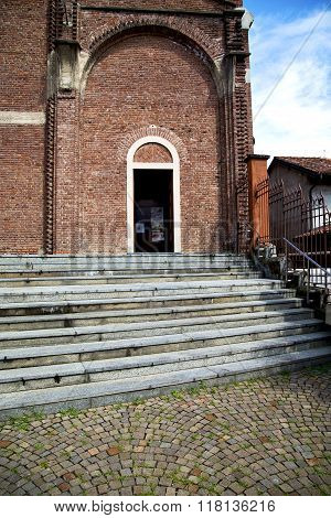 Lombardy    In  The Cardano Al Campo   Old   Church  Closed Brick