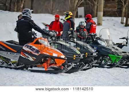 snowmobiles in the competition winter sprint 2014