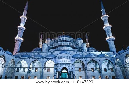 Courtyard of the Blue Mosque (Sultanahmet Camii) at dusk, Istanbul, Turkey