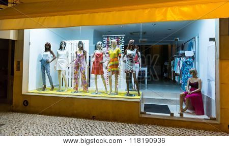 Storefront with women-mannequins