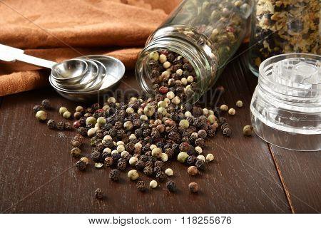 White And Black Pepper