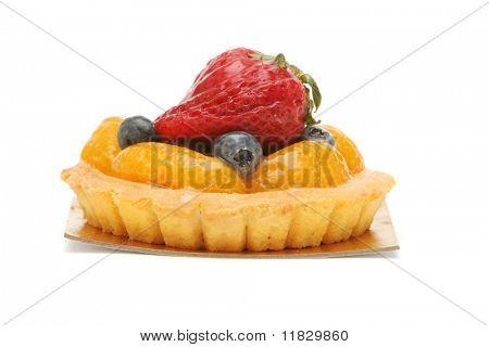 Tarta de fruta deliciosa, decorado con frutas del bosque