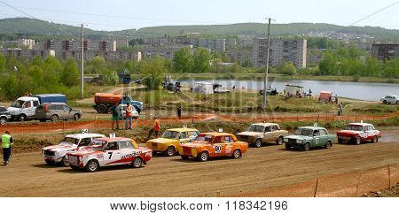 ZLATOUST, RUSSIA - MAY 15: Start of the qualification of the annual auto cross racing Championship of Chelyabinsk region on May 15, 2010 in Zlatoust, Chelyabinsk region, Russia.