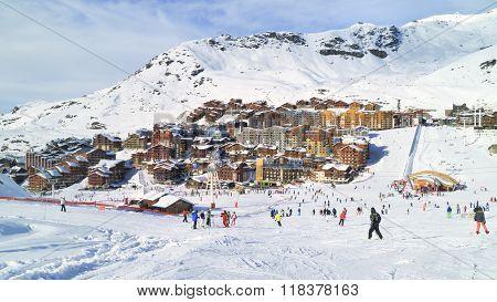 Skiing and snowboarding in Three Valleys winter resort
