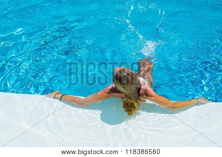 Woman on vacation  relaxing at the swimming pool