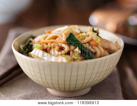 bowl of chinese chicken lo mein