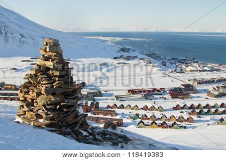 Panoramic Views Of Longyearbyen, Spitsbergen (svalbard) Through The Stones.