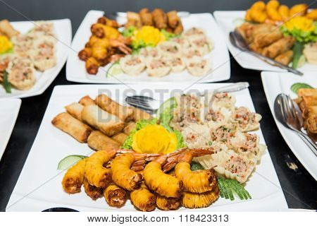 Appetizer of Thailand Mixed Crispy Rice NoodleDeep fried wrapped shrimps with noodlePor Pieer Tod (Thai Spring Roll )Yum Yum canned tuna