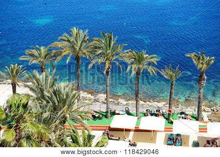 Bugibba, Malta - April 23: The Tourists Are On Vacation At Popular Hotel On April 23, 2015 In Bugibb