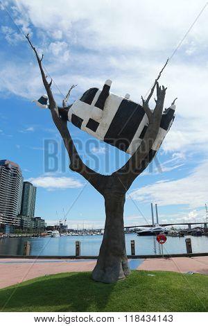 Iconic sculpture