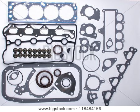 Set of gaskets for the engine