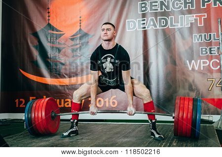man of powerlifter attempt deadlift heavy barbell