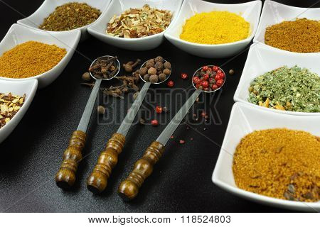 Set Of 8 Spices And Seasonings, White And Black