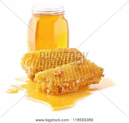 Honey with honeycombs