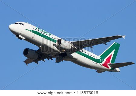 Alitalia Airbus A320-216