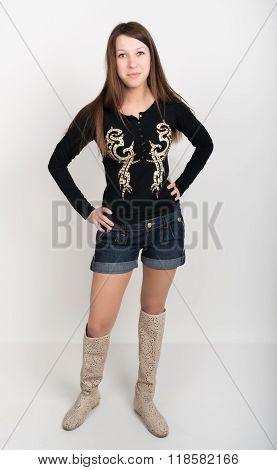 girl in denim shorts, t-shirt with long sleeves and boots