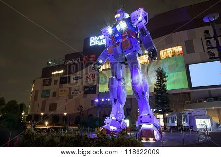 Gundam Rx78-2 With Light Show In Tokyo