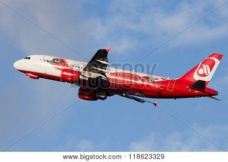 Air Berlin Airbus A320-214