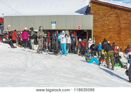 roup of tourists on a ski in Postavaru Mountain