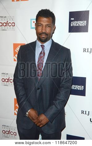 LOS ANGELES - FEB 10:  Deon Cole at the African American Film Critics Association 7th Annual Awards at the Taglyan Complex on February 10, 2016 in Los Angeles, CA