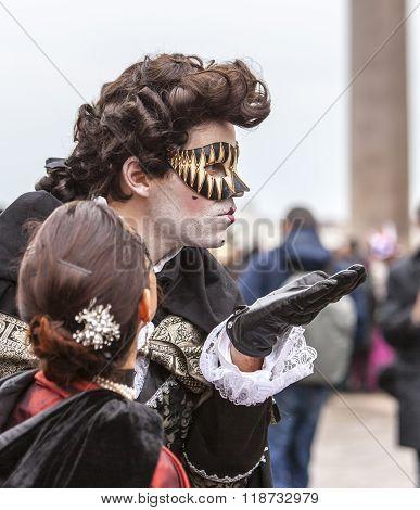 Venetian Kiss - Venice Carnival 2014