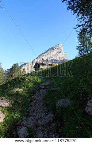 Footpath in the direction to the Watmann with mountain Watzmannfrau in the background