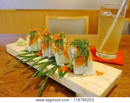 sushi rolls with alga & shrimp eggs