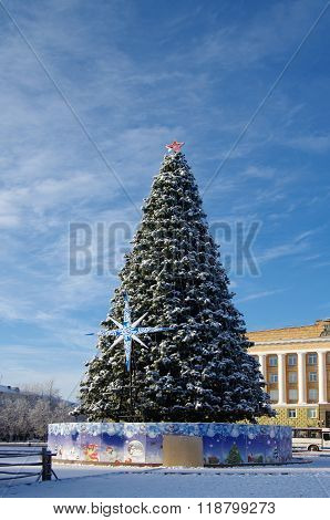 Veliky Novgorod, Russia - January, 2016: Christmas Tree In The Background Of The Administration Buil