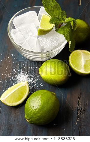 ice, mint leaves , sugar and lime