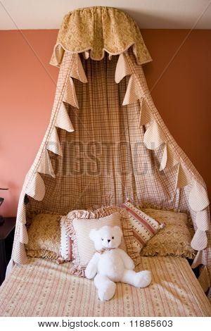Moderne geschmackvoll eingerichtete Kinderzimmer