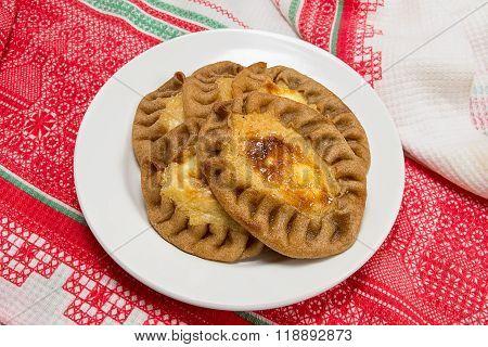 The Traditional Karelian Pies With Porridge. Wickets - Kalittoa