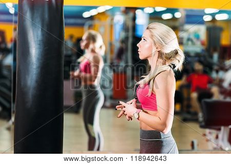 Newcomer girl in the gym