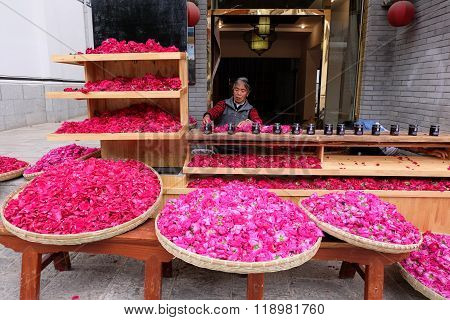 Rose shop in Lijiang ancient town in Yunnan, China.