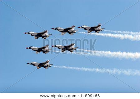 F-16 Thunderbird jets flying in formation