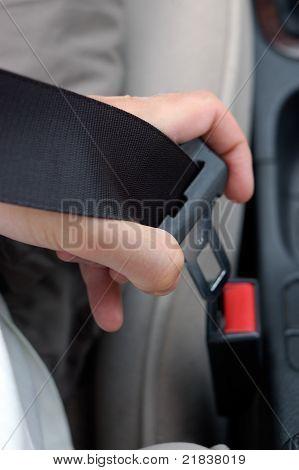 Fixação dos cintos de segurança