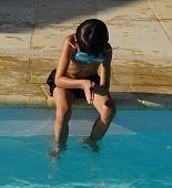 Постер, плакат: мальчик Дайвинг в плавательный бассейн
