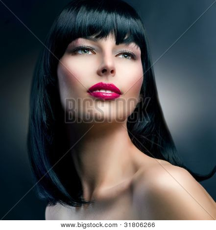 Retrato de la modelo de moda. Makeup.Hairstyle.Beautiful morena Girl.Healthy cabello