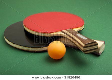 Paletas de ping pong y bolas