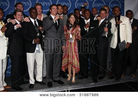 LOS ANGELES - JULY 14:  Reggie Bush, Jeremy Shockey and Drew Brees pose along with members of the New Orleans Saints in the Press Room of the 2010 ESPY Awards on July 14, 2010 in Los Angeles, CA