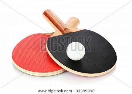 raquetas de tenis de mesa y la bola, aislado en blanco