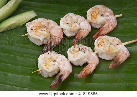 fresh shrimp on a green banana leaf