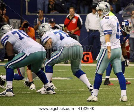 Cowboys Tony Romo Waiting For Snap