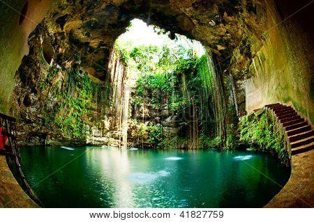 Cenote Ik-Kil, Chichen Itza, México