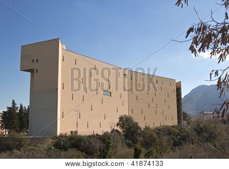 Universidade de Palermo, número do edifício 15, vista traseira (Faculdade de Ciências da educação)