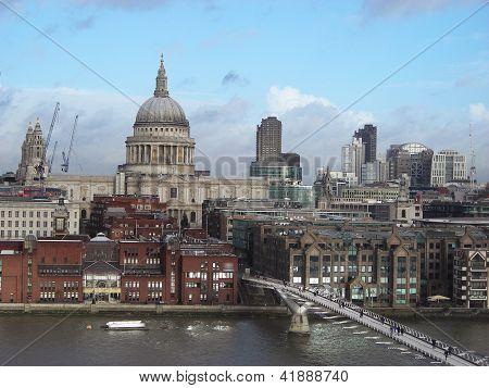 St. Paul Catherdral and Millenium bridge.